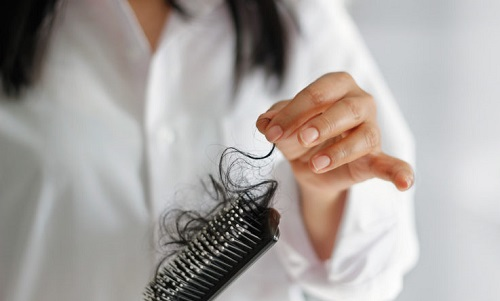 Wypadanie włosow podczas czesania